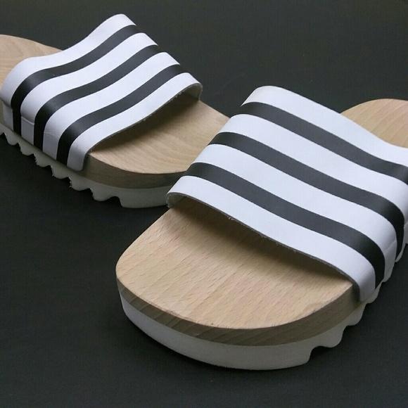 Le adidas originali adilette suola di legno slider poshmark